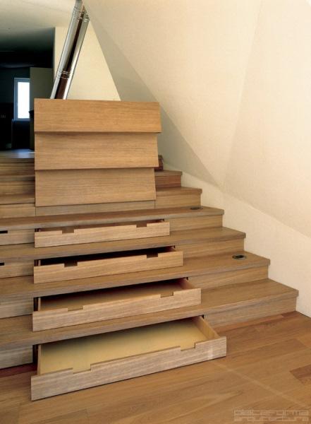 idei-proiectare-sertare-incastrate-in-scara-interioara-lemn