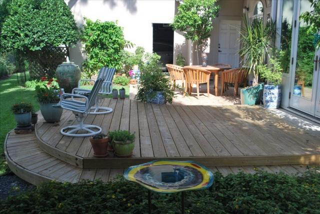 terasa-cu-deck-si-mobilier-din-lemn